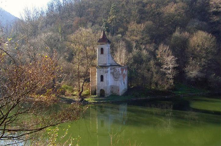 Biserica catolică din Lacul Cinciş 3