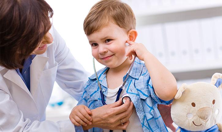 copil la medic doctor