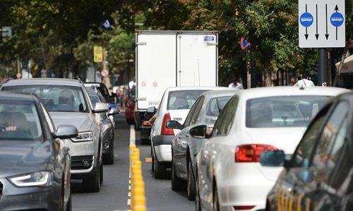 masini-in-trafic