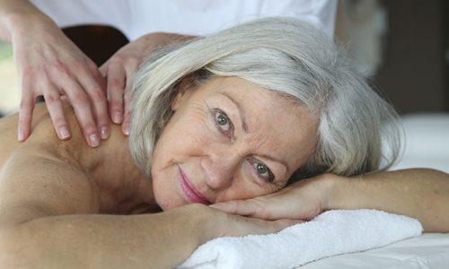 masaj femeie batrana tratament